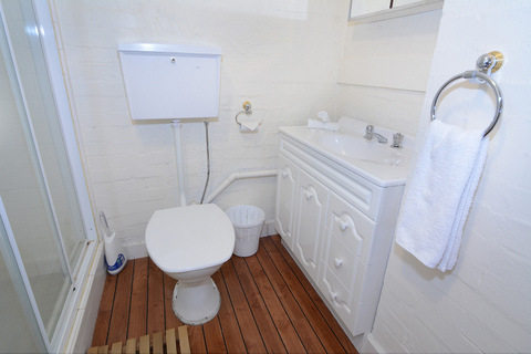 AMS Mt Buller Accommodation Twin towers 202b Bathroom